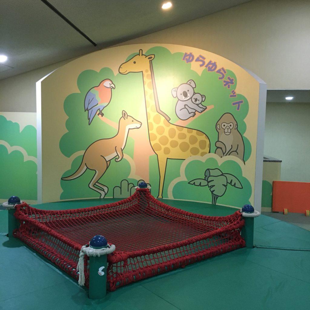 豊田地域文化広場の室内遊具(ゆらゆらネット)