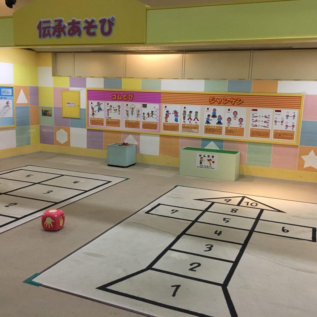 豊田地域文化広場の室内遊具(伝承あそび)